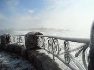 frozen-railing-niagara