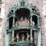 Glockenspiel dncing figures