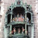 Glockenspiel dncing figures